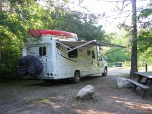 RV_in_camp